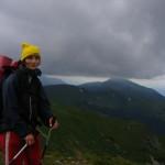 На Черногорском хребте. Низкая облачность, временами туман.